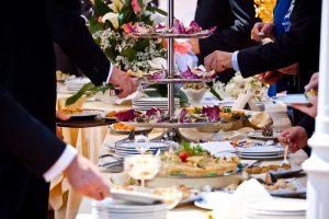 Nên chọn tiệc truyền thống hay tiệc buffet cho ngày trọng đại