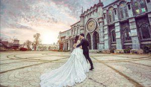 Nên chụp ảnh cưới trong studio hay ngoài trời?